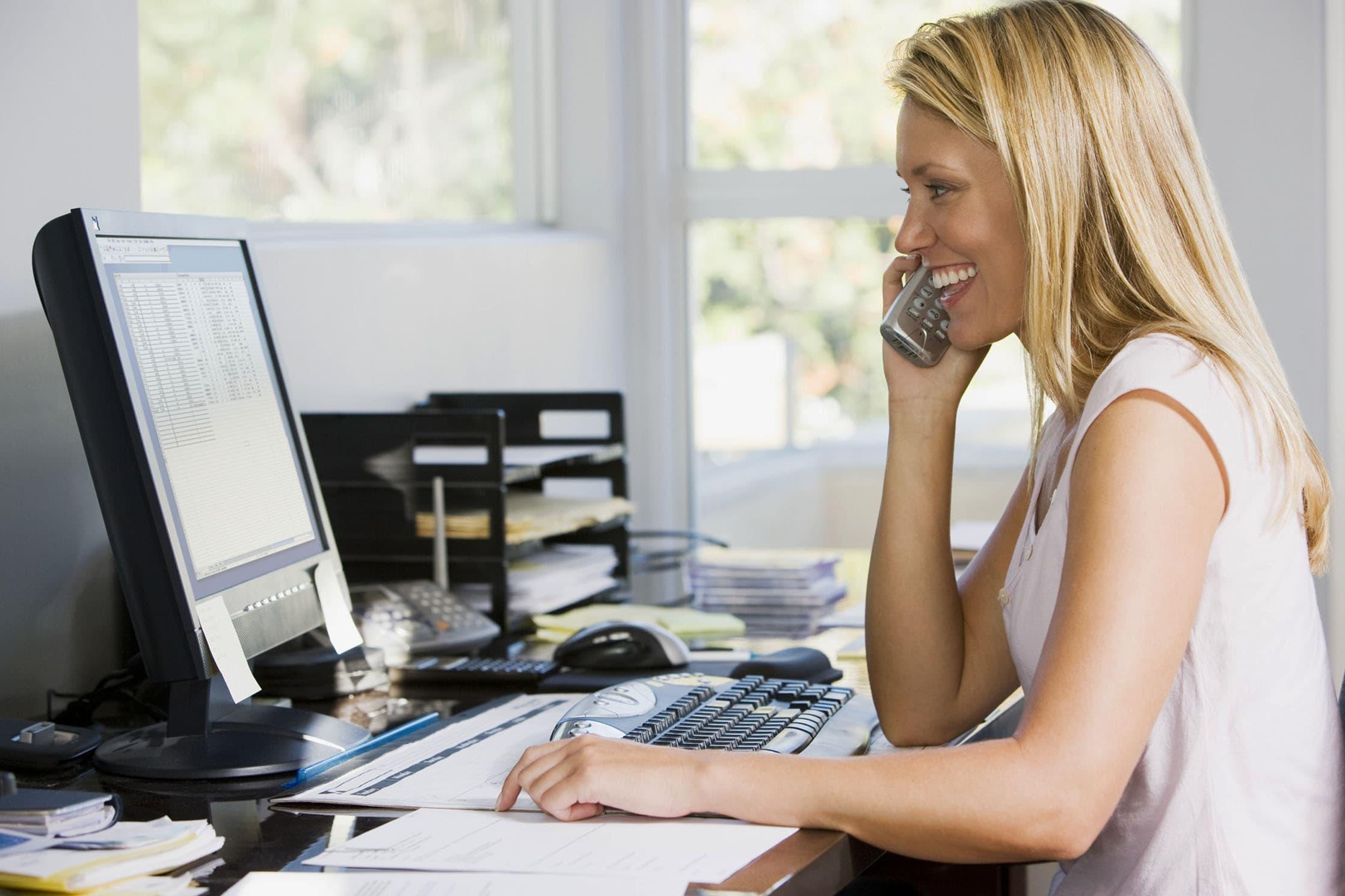 ostéo-article-position-devant-ordinateur